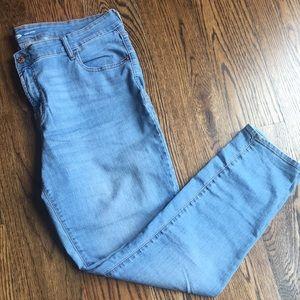 Old Navy Light Wash Super Skinny Jeans